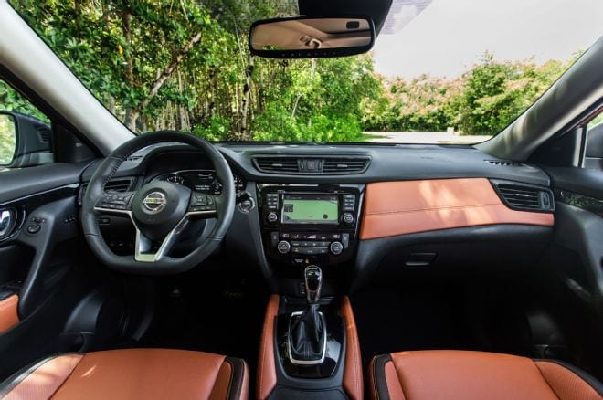 2017-nissan-rogue-sl-interior-dashboard-01
