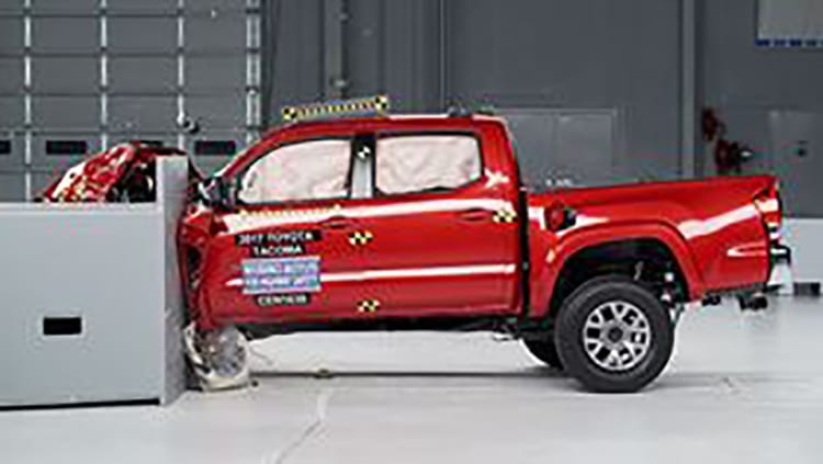 IIHS Crashes Mid-Size Pickups - Toyota Tacoma, Chevrolet Colorado, GMC Canyon Fare Well