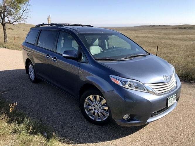 2017 toyota sienna limited premium 5 things you need to know. Black Bedroom Furniture Sets. Home Design Ideas